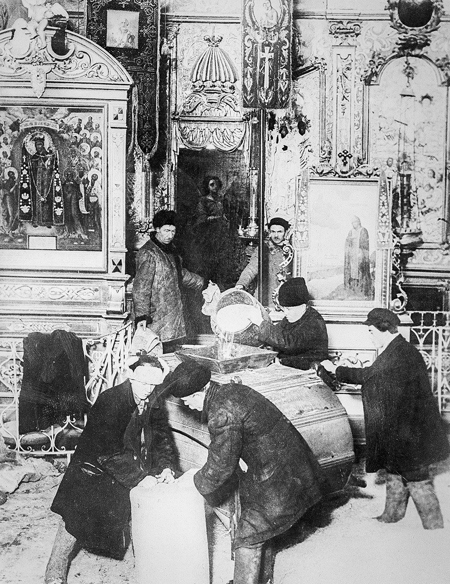Bolsheviks confiscating church values, the early 1920s.