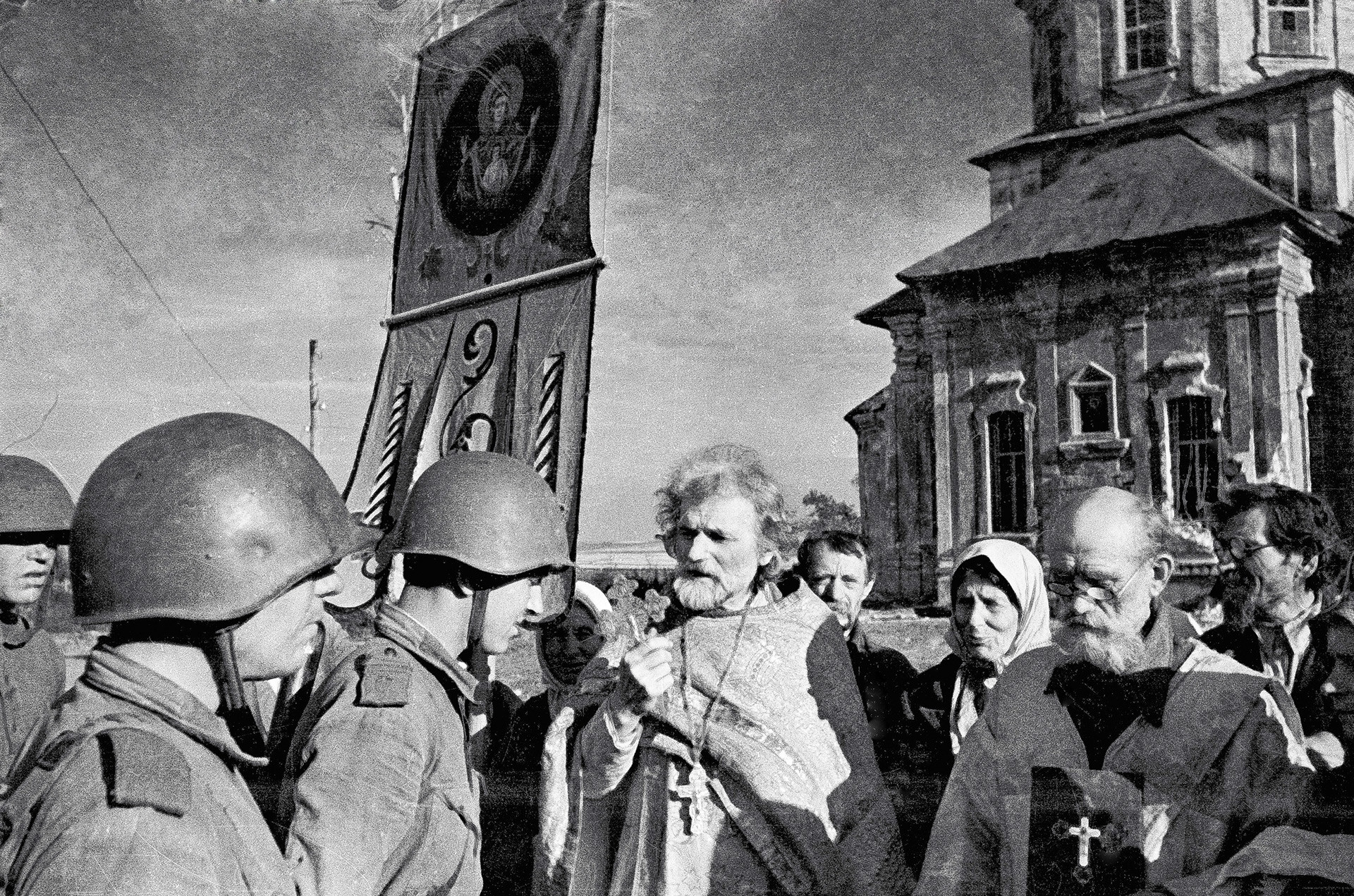 A priest blessing soldiers during the Great Patriotic War, 1943.