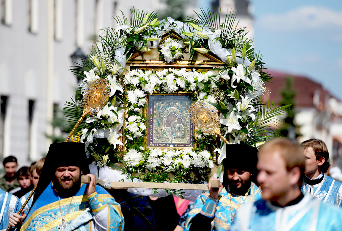 Participants of the procession in honor of the appearance of the Icon of the Mother of God in Kazan.