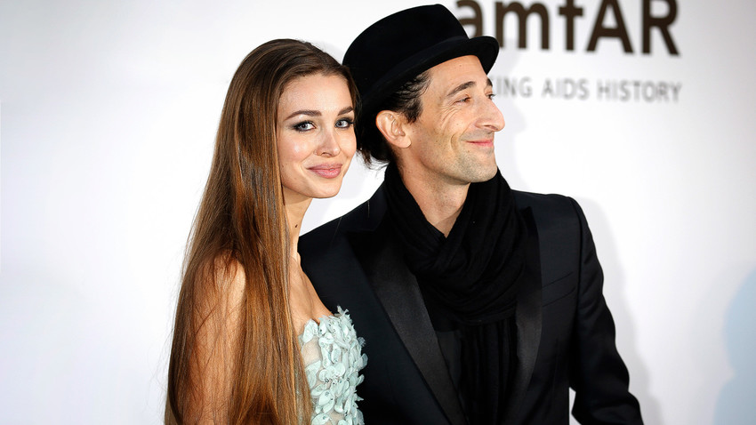 5 Hollywood stars who date Russian women - Russia Beyond