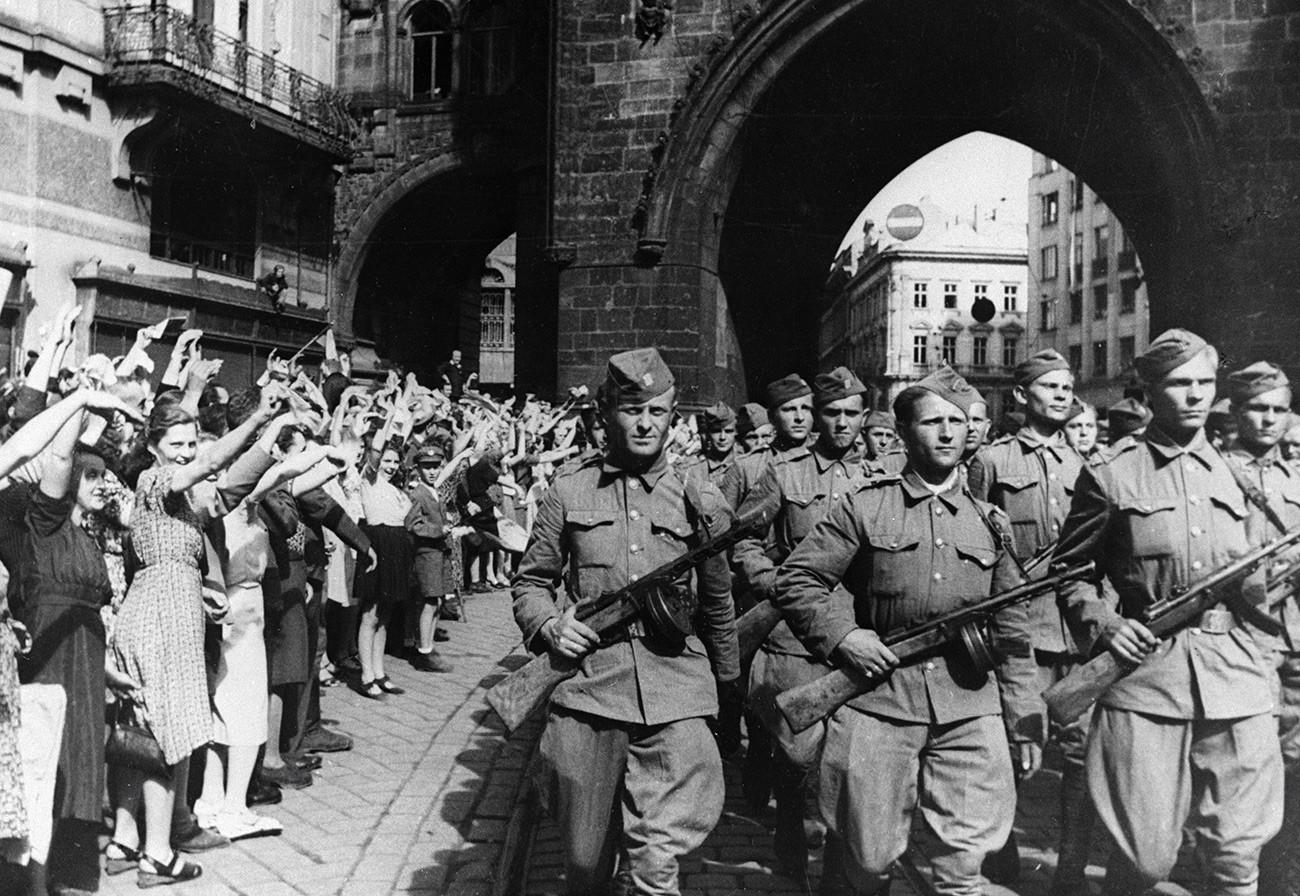 Уз Црвену армију у Праг улазе чешке трупе, 09.05.1945.