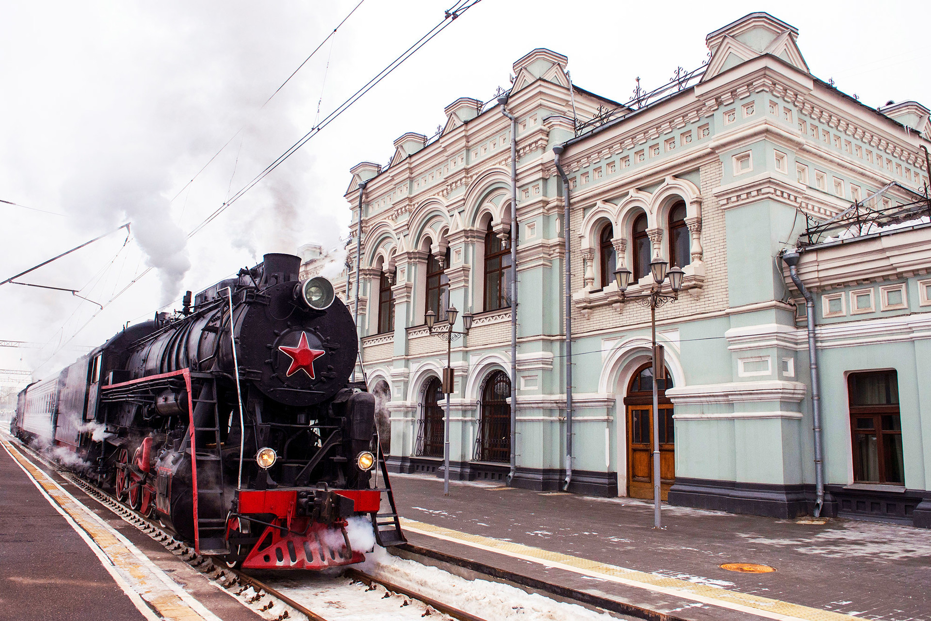 An antique train of the Russian Railways arrives at the Rizhsky railway station.