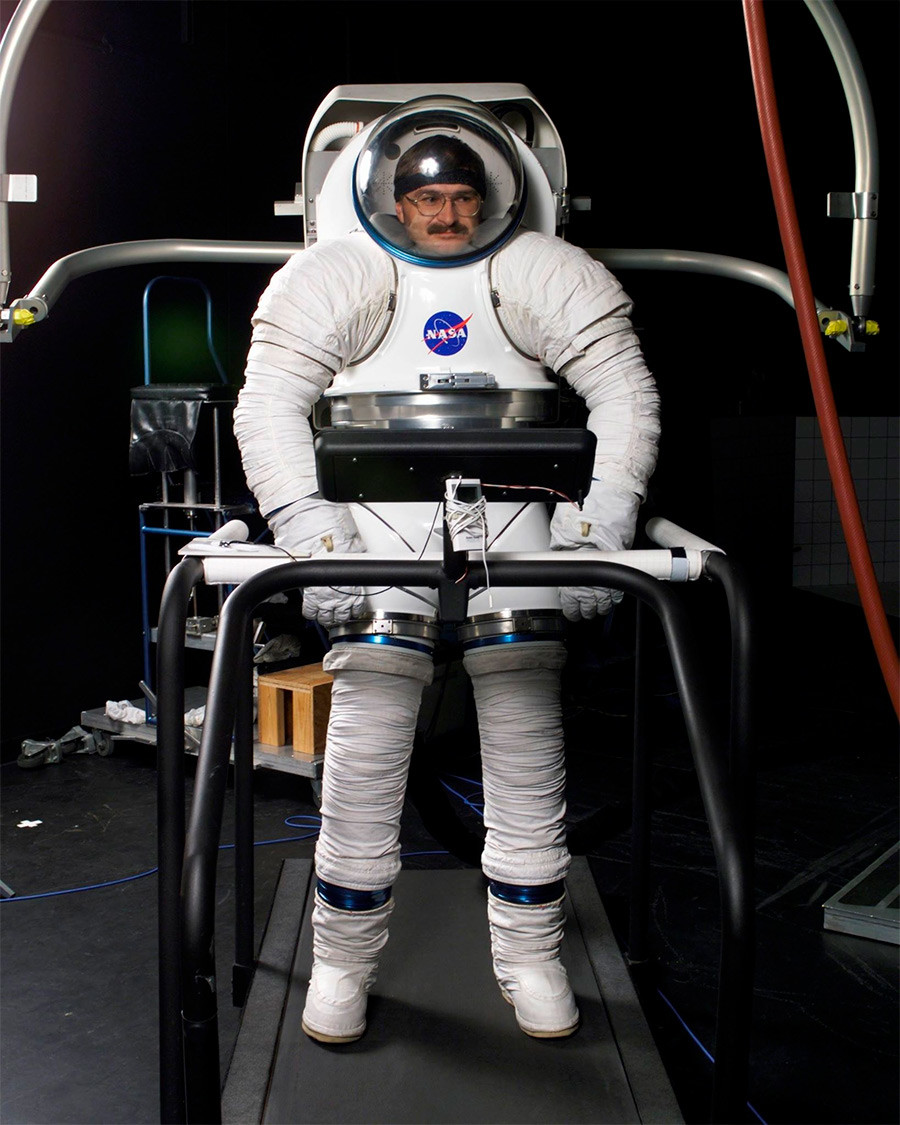 an interactive spacesuit experience nasa - HD900×1125