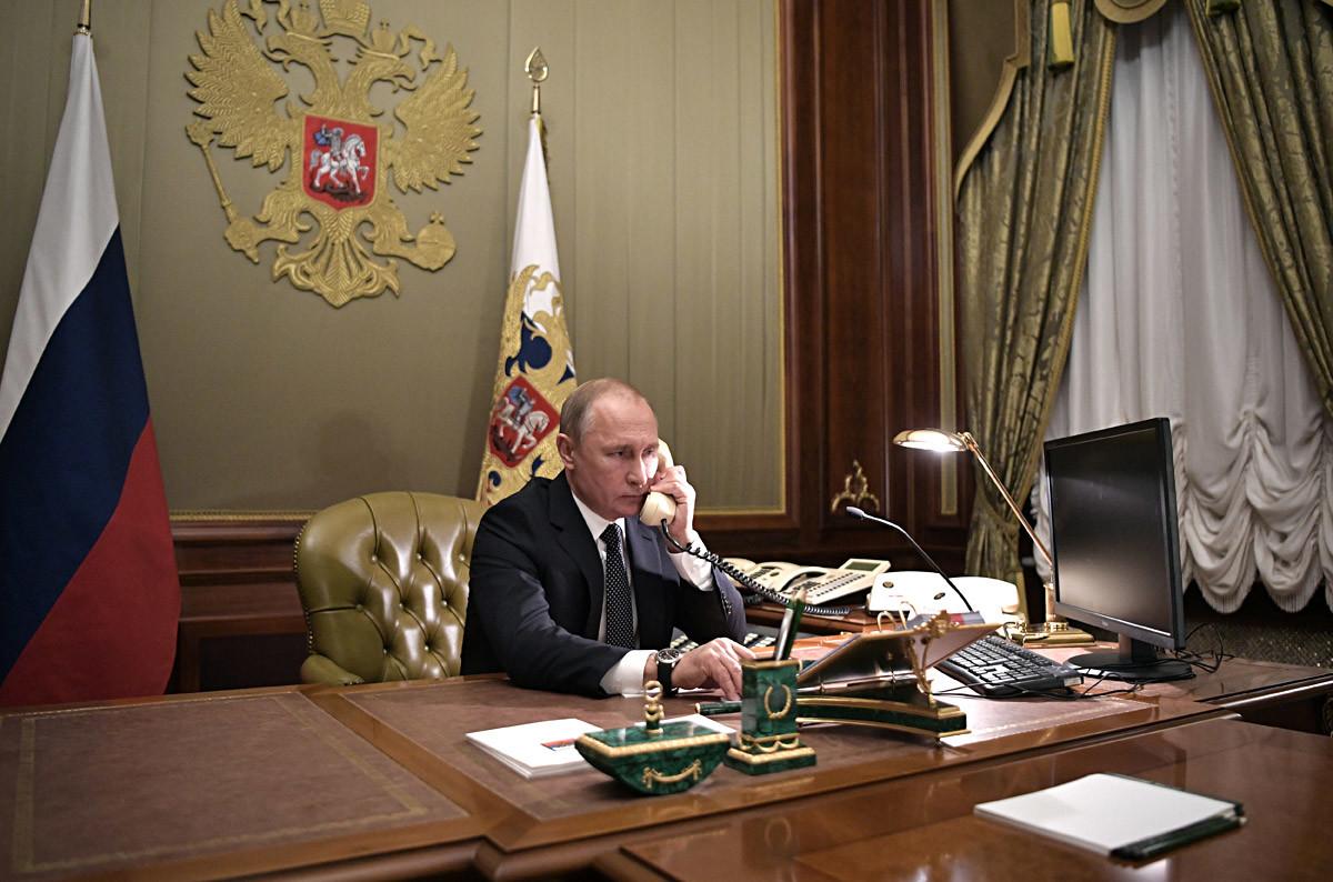 15. децембар 2018. Руски председник Владимир Путин разговара телефоном са Артјомом Паљановом из Лењинградске области, тешко болесним дечаком који је пожелео да види Санкт Петербург из птичије перспективе.