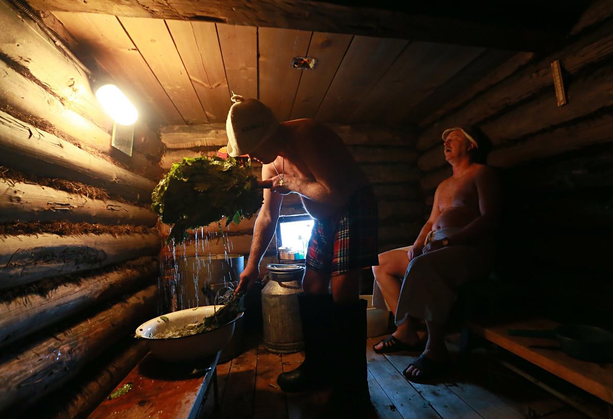 Начале трусики фото из сельская баня
