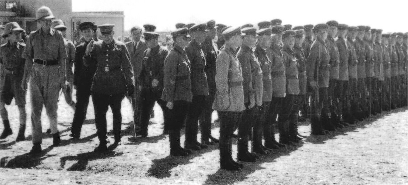 Smotra sovjetskih vojnika u Teheranu pred generalima V. V. Novikovom i J. Tiarksom, rujan 1941.