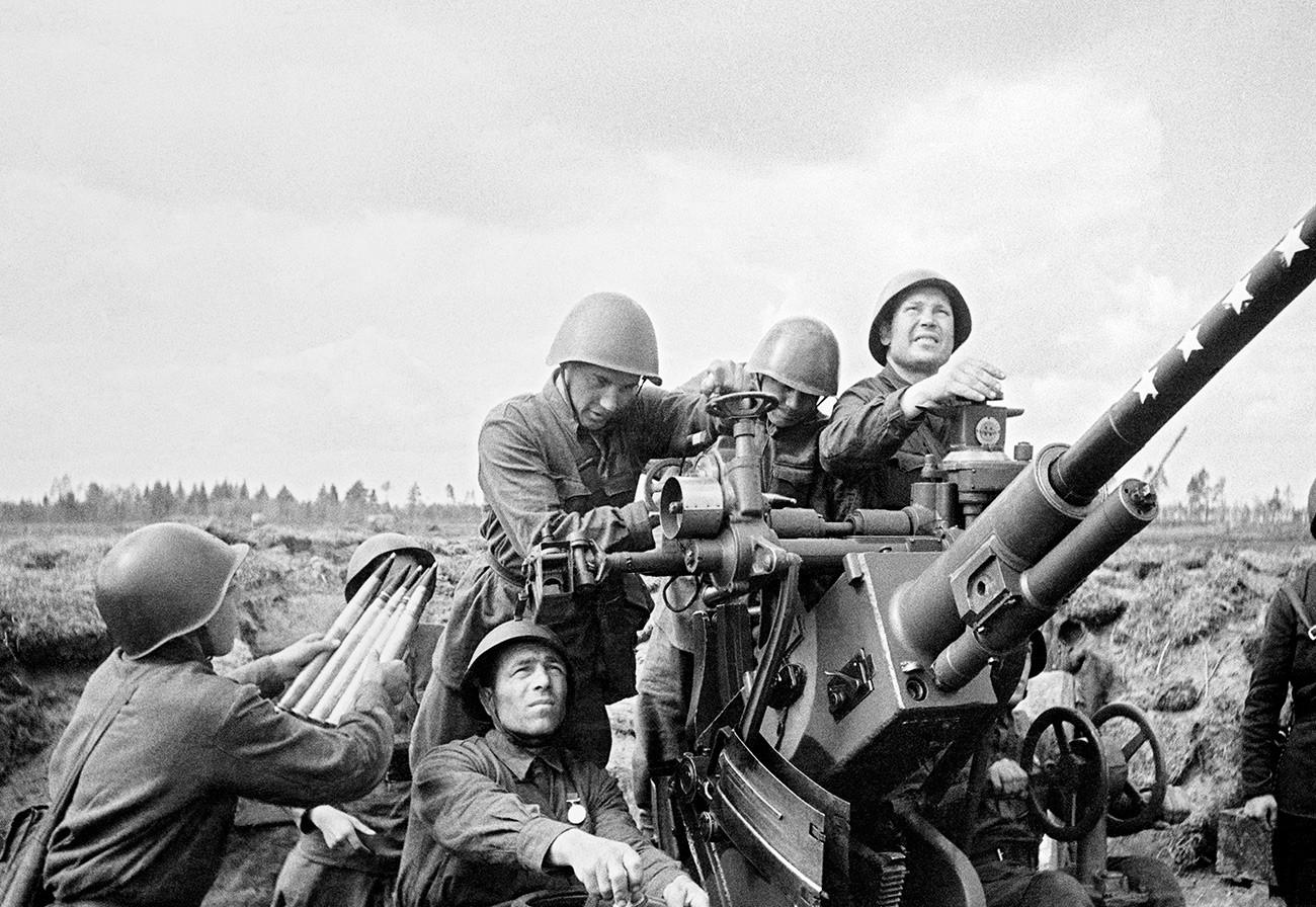 Совјетска противваздухопловна одбрана у борби са непријатељском авијациојм.