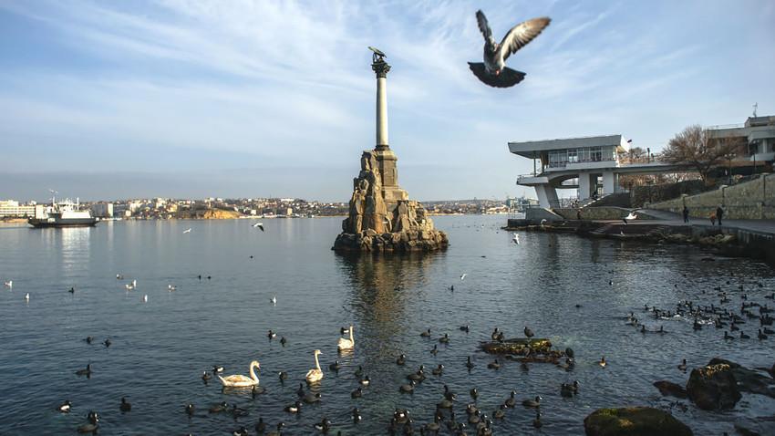 Spomenik ladjam v Sevastopolu. Slika je simbolična.