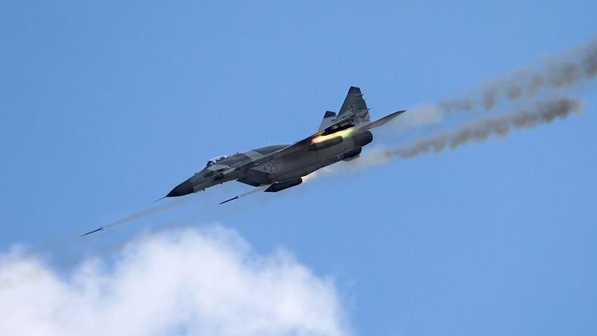 MiG-29SMT med napadom na kopenski cilj