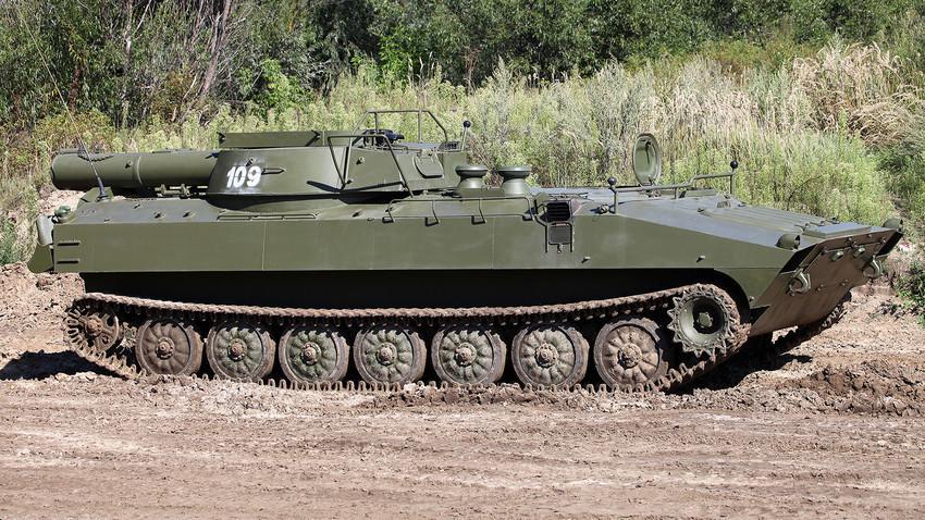 """Системот за деминирање од советско производство УР-77 """"Метеорит""""."""