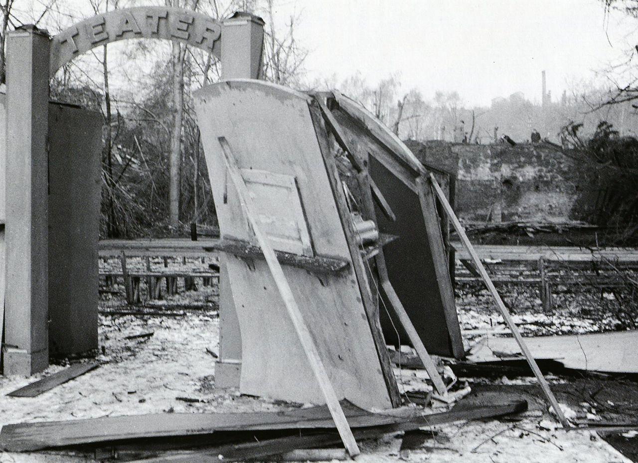 Откритият театър след бомбардировката от 22 февруари 1944 г.
