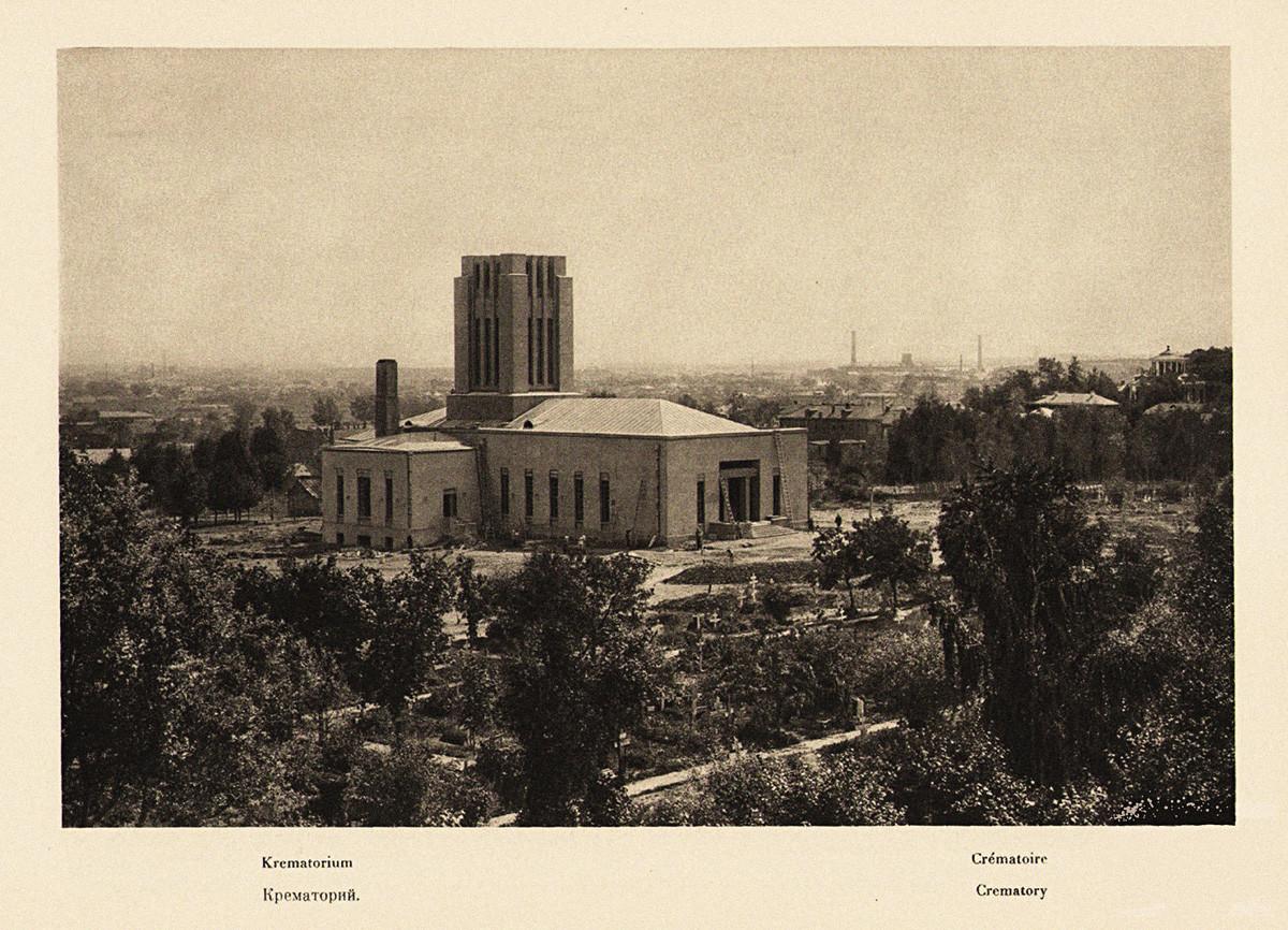 Crematório de Donskoy em 1928; como se pode ver, chaminé enorme substituía cúpula de igreja