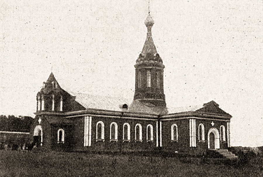 Igreja de São Serafim de Sarov, no cemitério de Donskoy, antes da reconstrução