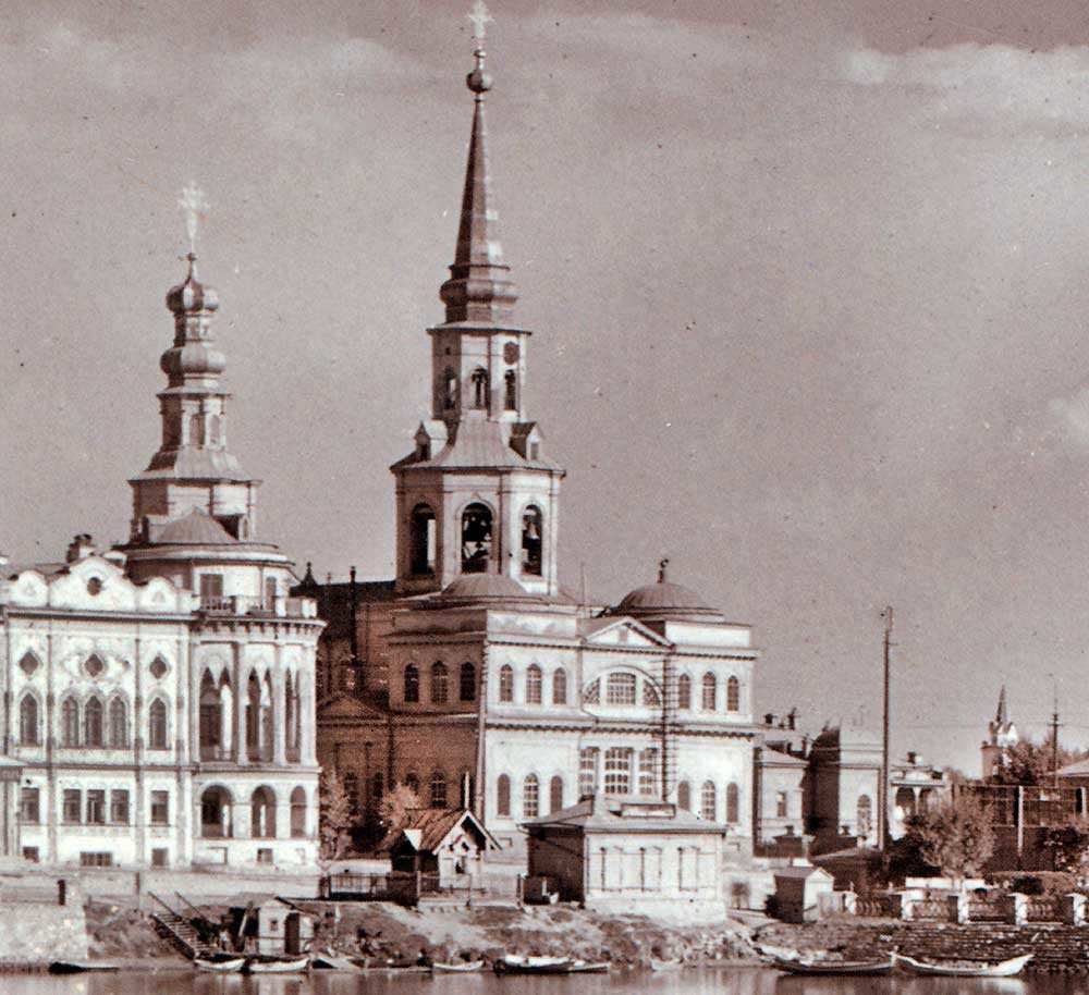 Cathedral of St. Catherine, northwest view with Sevastyanov House (left).  Far right: steeple of Catholic Church of St. Anne. Summer 1909.