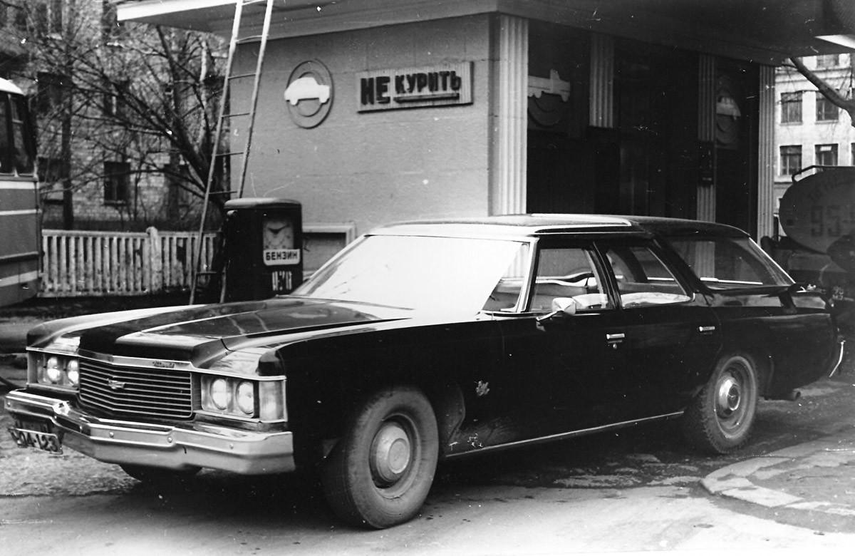 Бензиностанцията в Москва, където през януари 1977 г. Толкачов за първи път опитва да установи контакт с американците