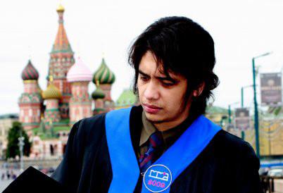 Aiman berfoto di Lapangan Merah, Moskow, seusai wisuda.