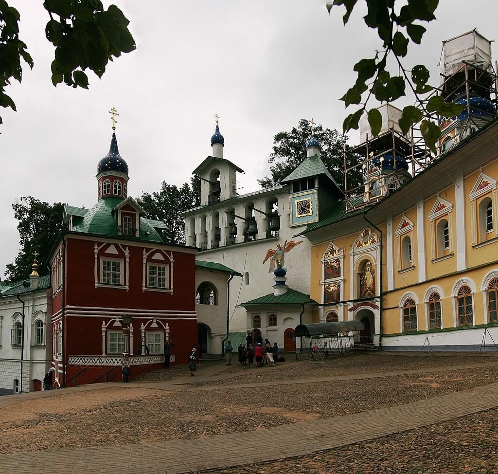 Pskovsko-pečerski samostan, Pečori