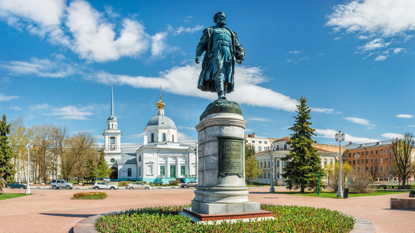 Mesto Tver in spomenik lokalnemu heroju, pomorščaku Afanasiju Nikitinu