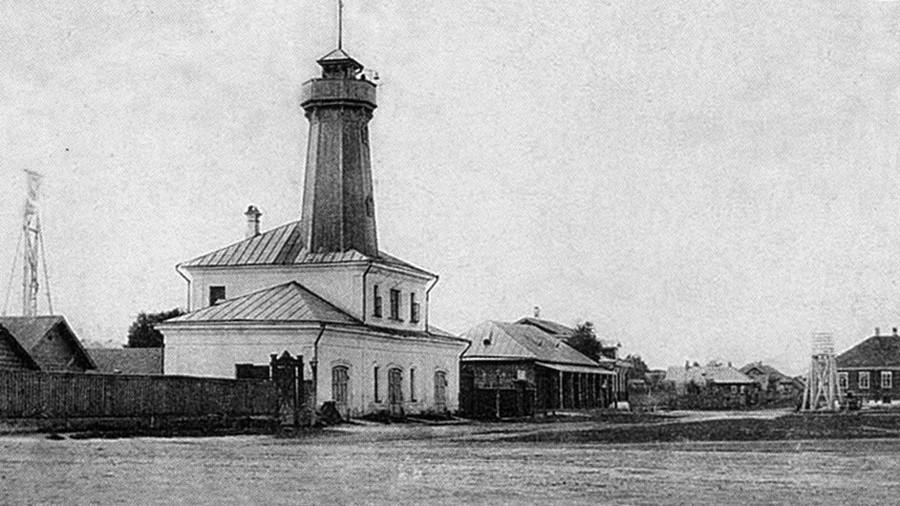Feuerwachturm in Mologa, der von Andrej Dostojewski, dem Bruder des Schriftstellers Fjodor Dostojewski, entworfen wurde.