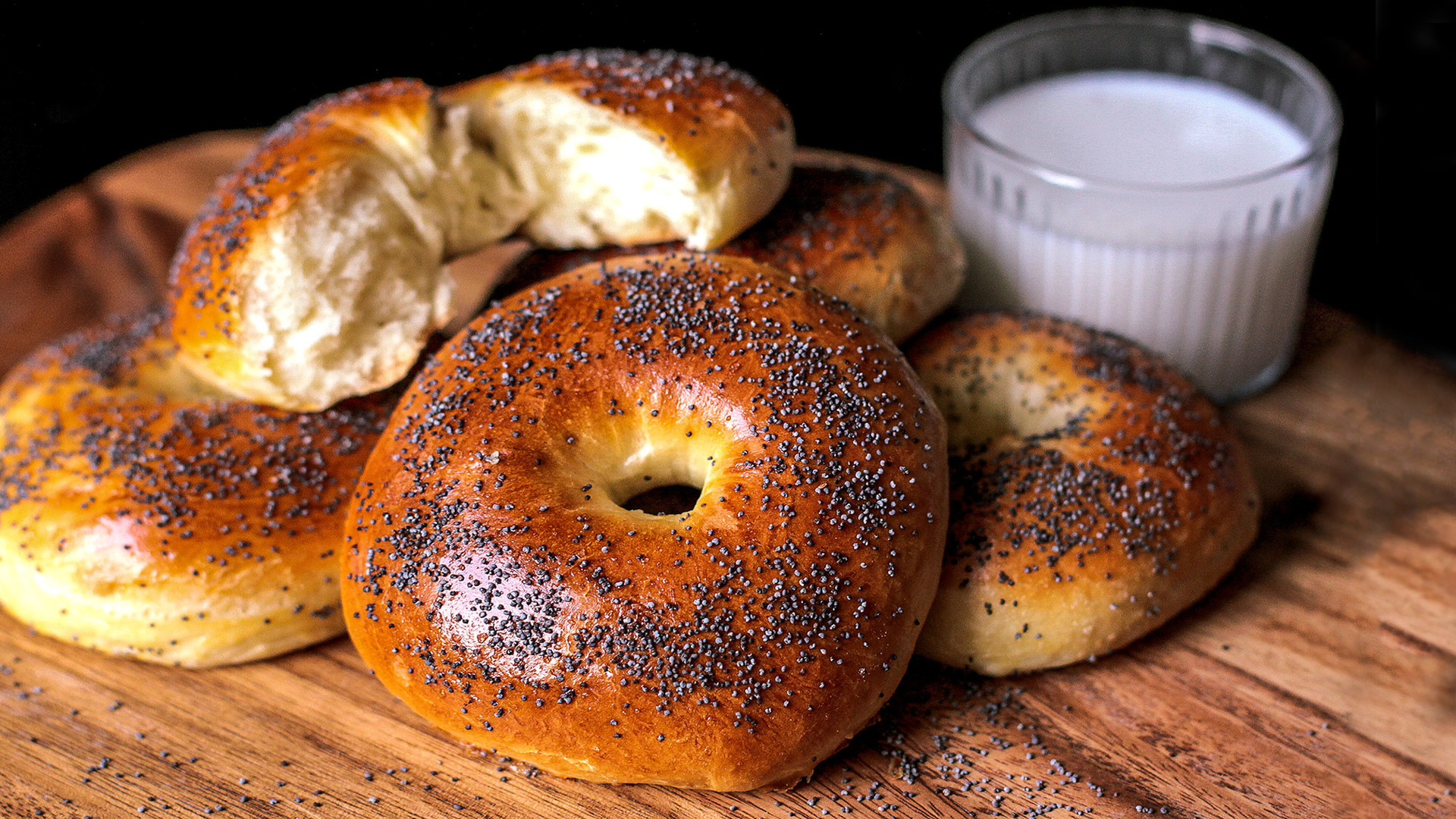 Bubliki are a close relative of the bagel.