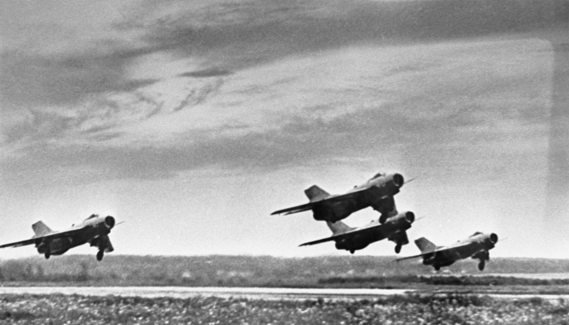 Авиони МиГ-15
