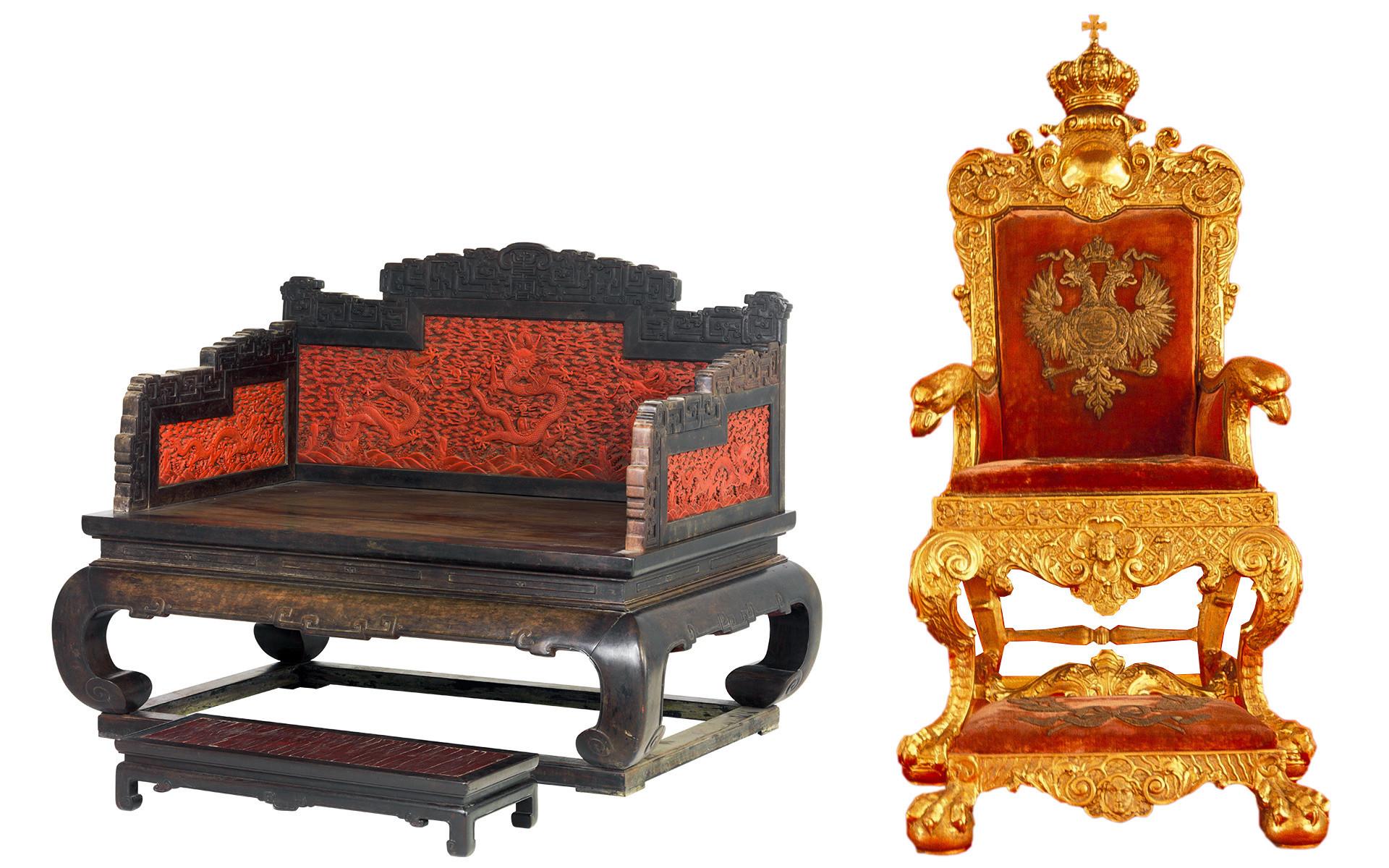 À esquerda, o trono do imperador da era Quing (1644-1912). À direita, o trono de Pável 1° da Rússia.