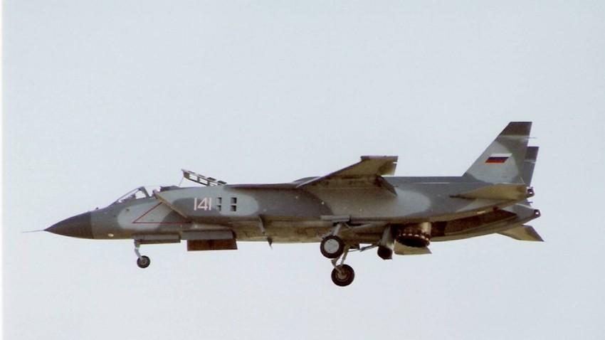 Jak-141 leta 1992