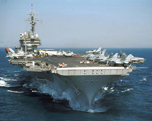 Letalonosilka Kitty Hawk, slikano nekje v letih 1999-2001