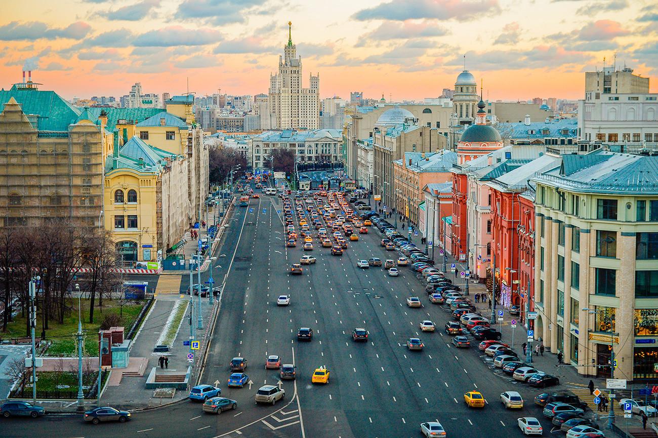 Vista de Moscou a partir do terraço do Diétski Mir.