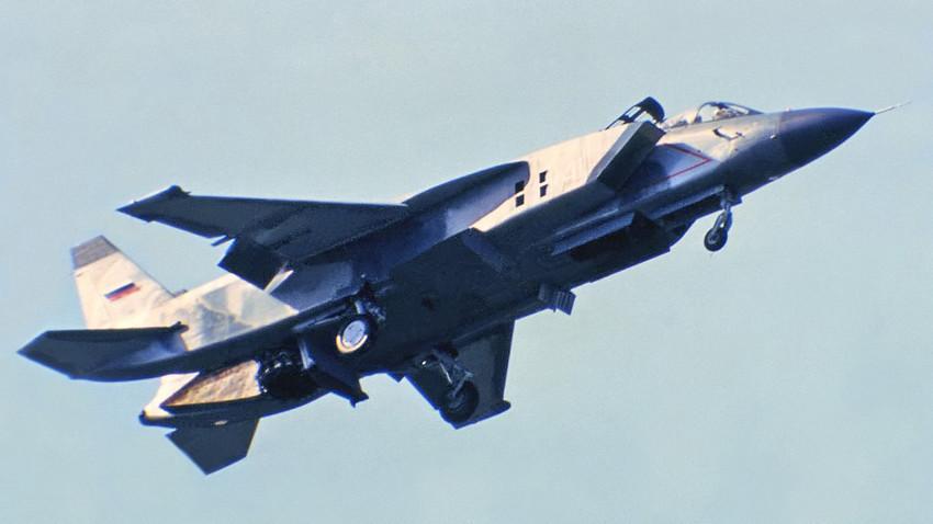 Caça embarcado supersônico ajudou no desenvolvimento do americano F-35B