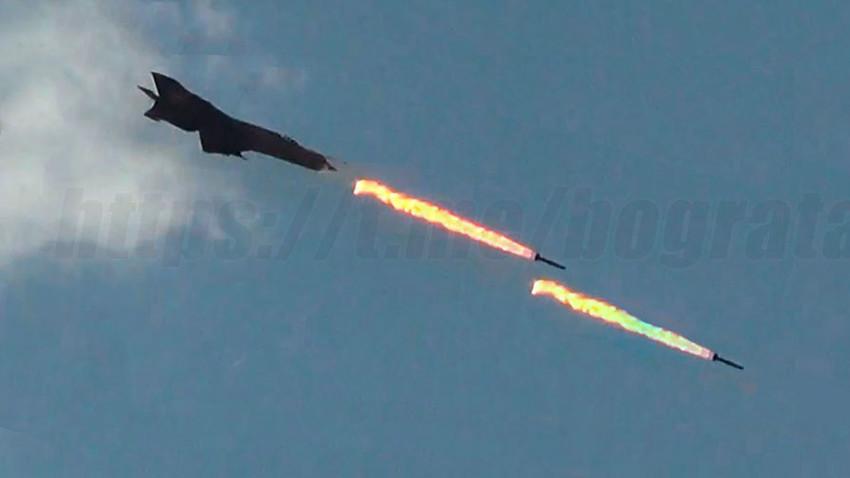 МиГ-21 ракетира позиције на аеродрому Митига
