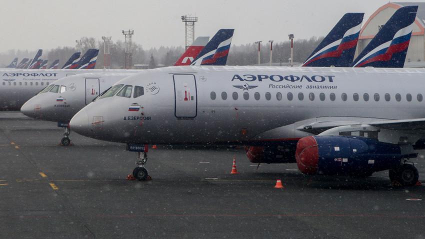 Letala Suhoj Superjet 100 na letališču Šeremetjevo, Moskva