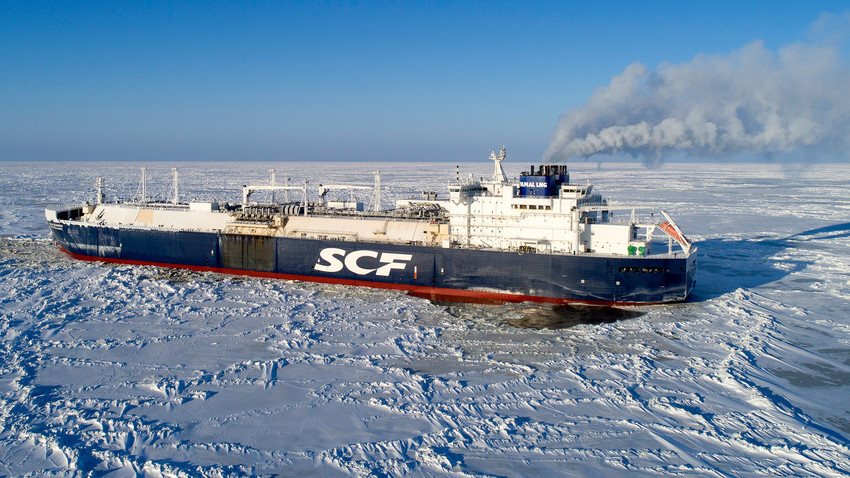 """Арктички танкер за транспорт гаса """"Кристоф де Маржери"""" у водама Обског залива, Карско море."""