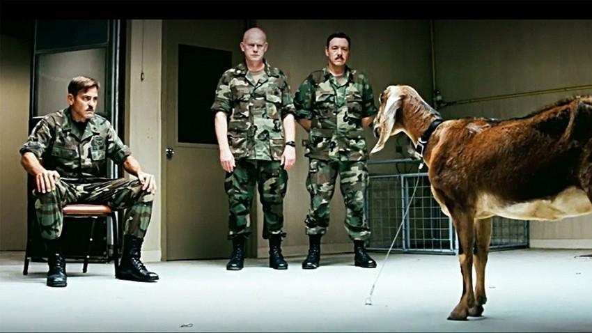 """Войниците от филма """"Мъжете, които се взират в кози"""" (The Men Who Stare At Goats) може би също са страхотни парапсихолози."""