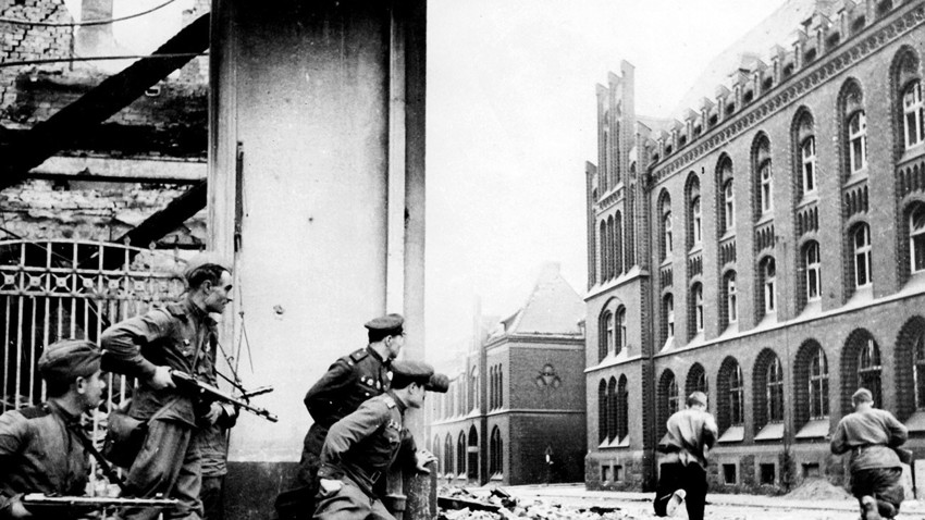 Vojaki Rdeče armade na berlinskih ulicah, april 1945