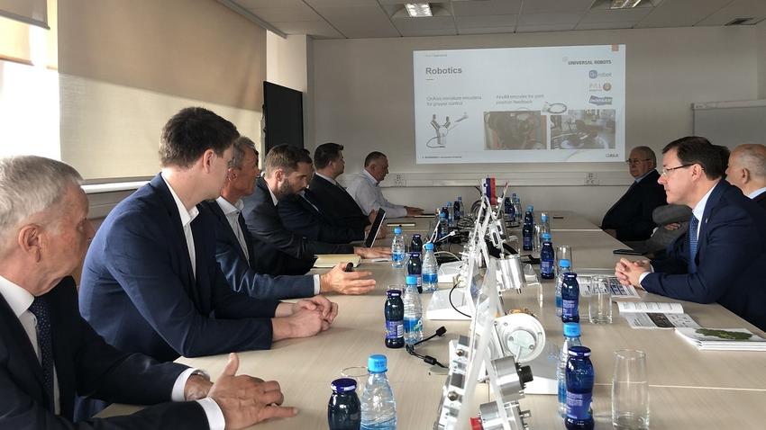Srečanje v podjetju RLS, desno guverner Samarske regije Dmitrij Azarov