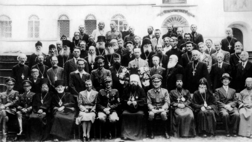 Duhovščina iz Pskovske misije