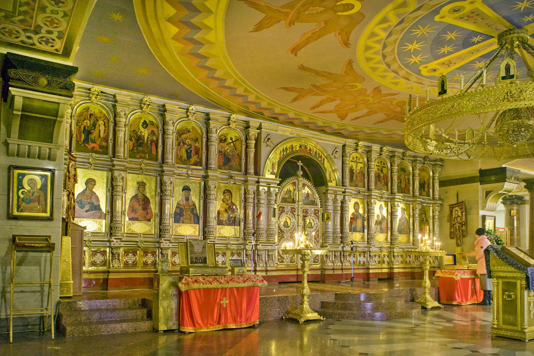 Chiesa sul Sangue in onore di tutti i santi risplendenti nella Terra Russa. Vista interna della chiesa inferiore dedicata ai Nuovi Martiri e Testimoni della Chiesa Russa. 3 aprile 2017