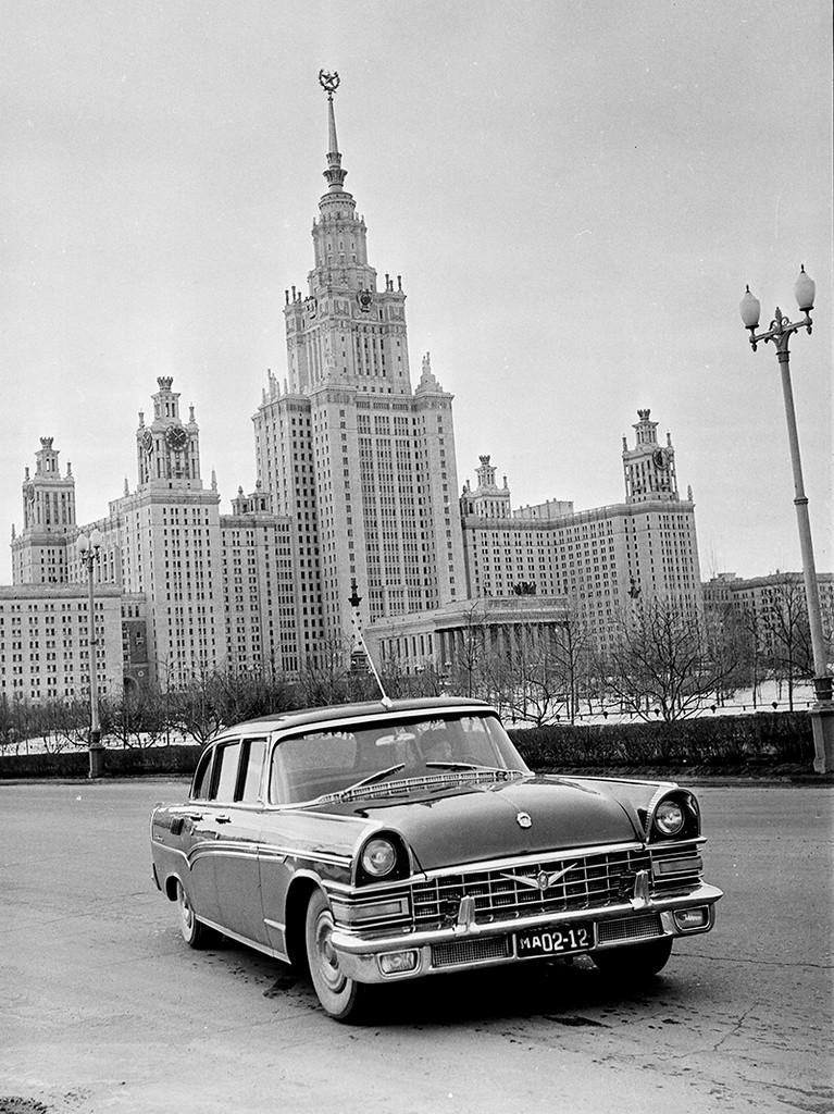 Пробна вожња новог  ЗИЛ-111 по граду, март 1959.