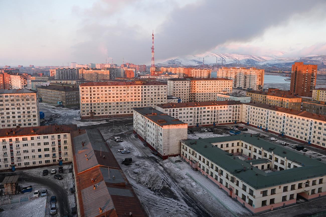 Norilsk während des Polartages