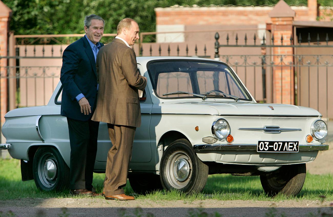 """George W. Bush, Wladimir Putin und ein """"Saporoschez""""-Auto"""