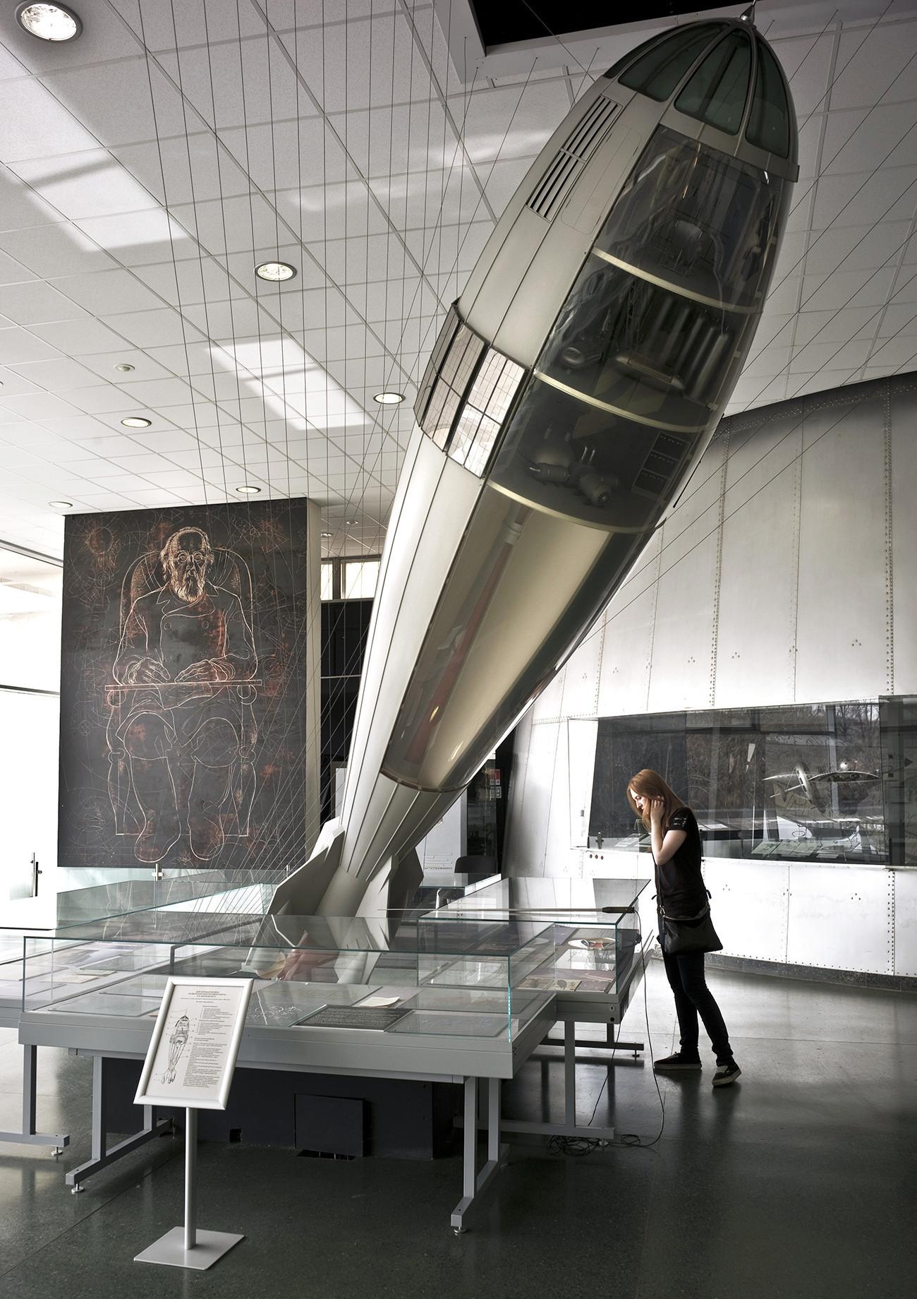 Delujoč model vesoljske rakete s človeško posadko Konstantina Ciolkovskega v Državnem muzeju za zgodovino kozmonavtike Ciolkovskega v Kalugi