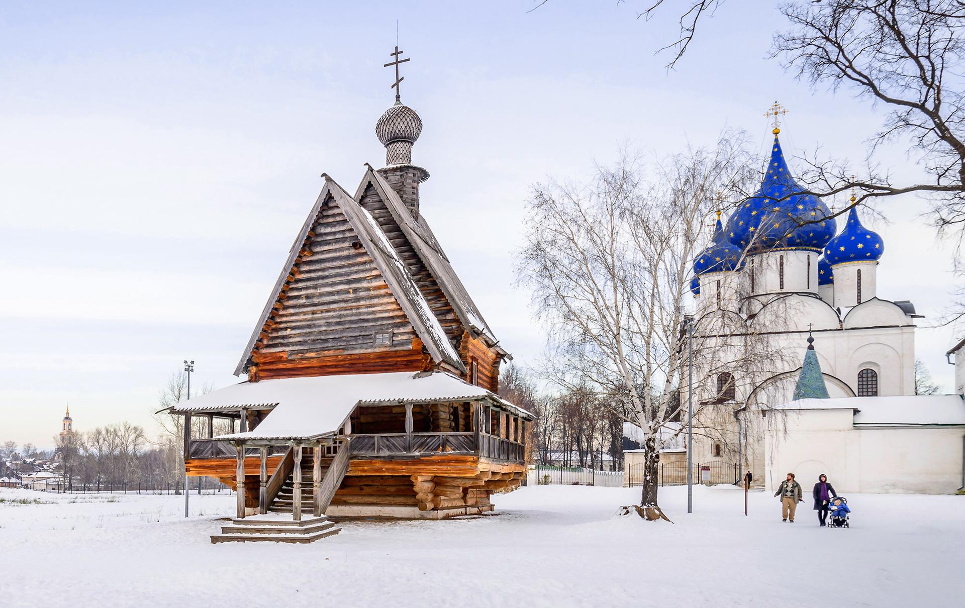 A igreja de madeira de São Nikolai, Suzdal.