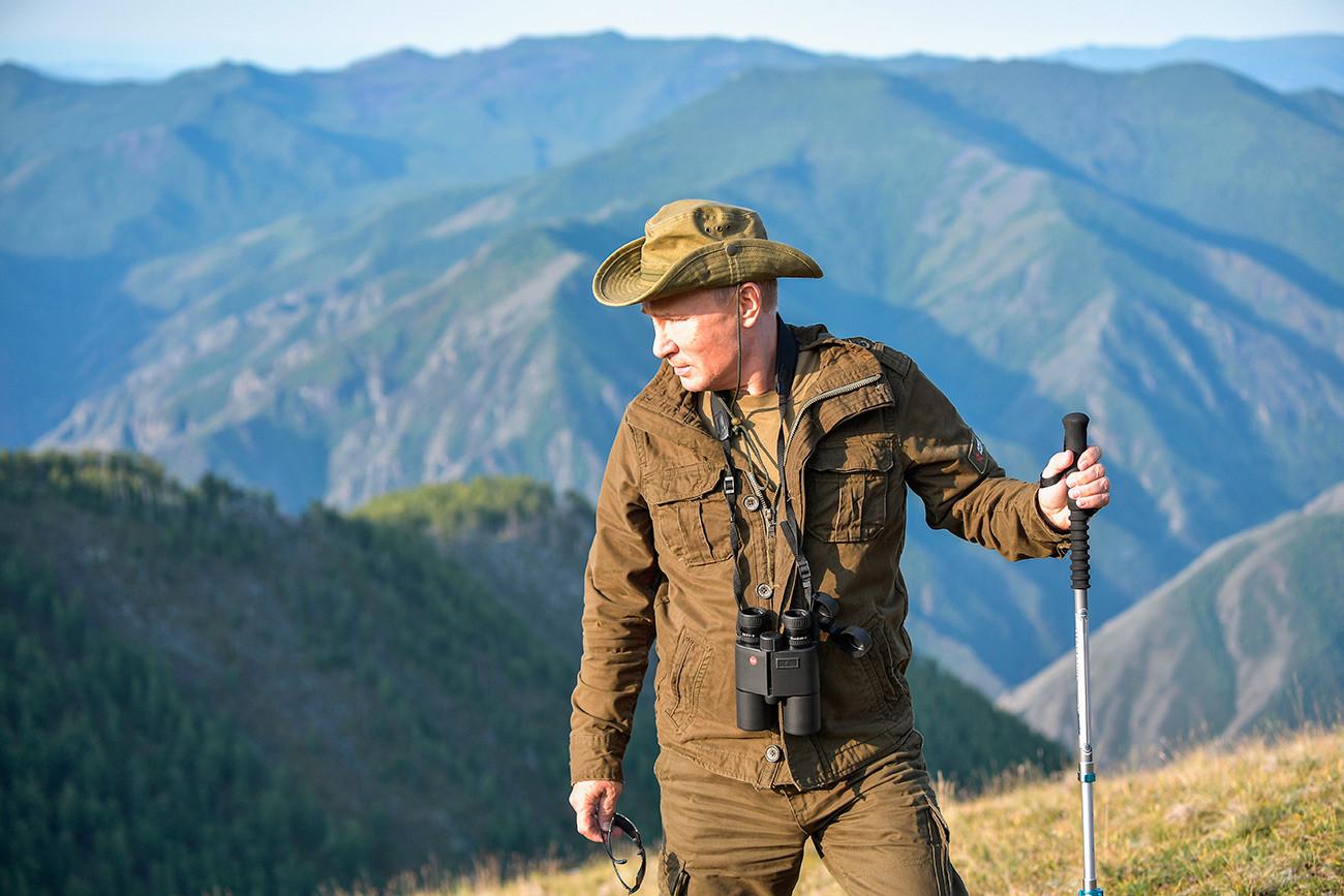 トゥヴァでハイキングを楽しむウラジミール・プーチン。