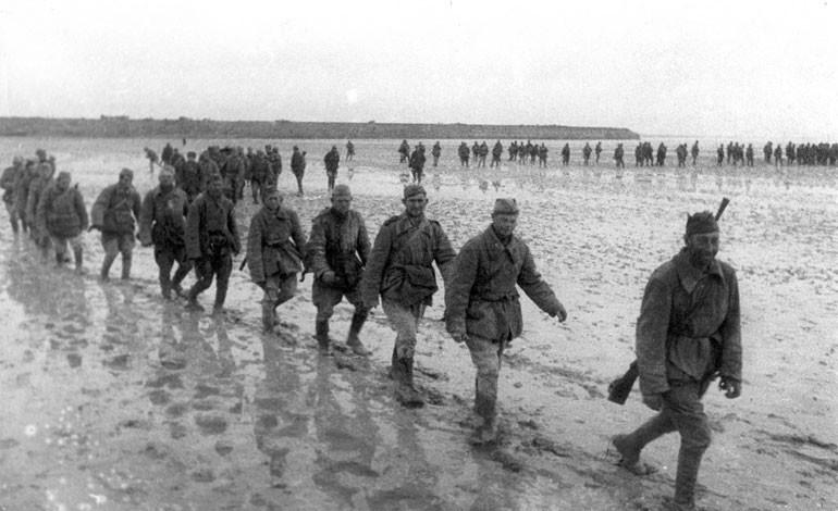 Sovjetski vojaki prečkajo Sivaš.