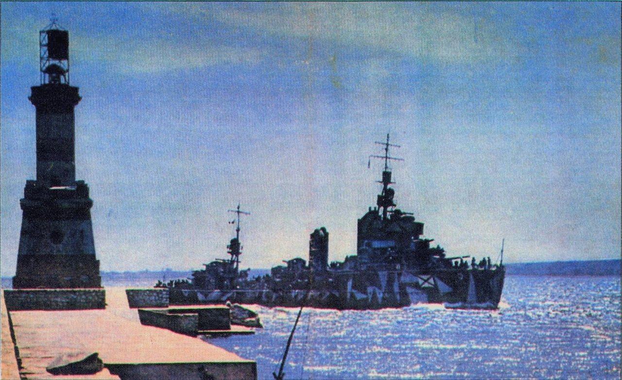 Romunski rušilec, zasidran v Sevastopolju.