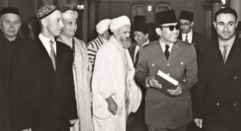 Soekarno saat mengunjungi Masjid Agung Moskow.