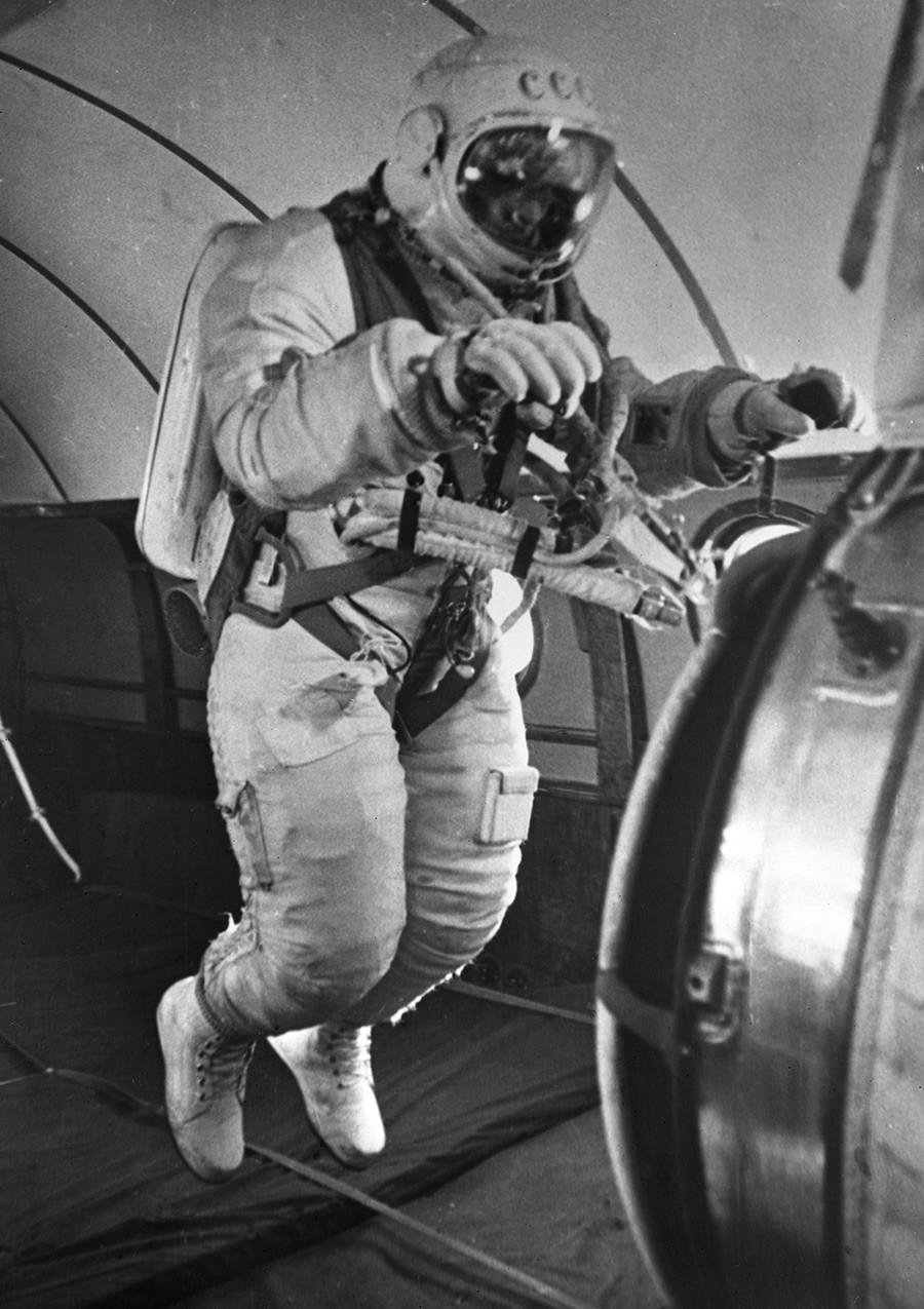 Cosmonauta Aleksêi Leonov.