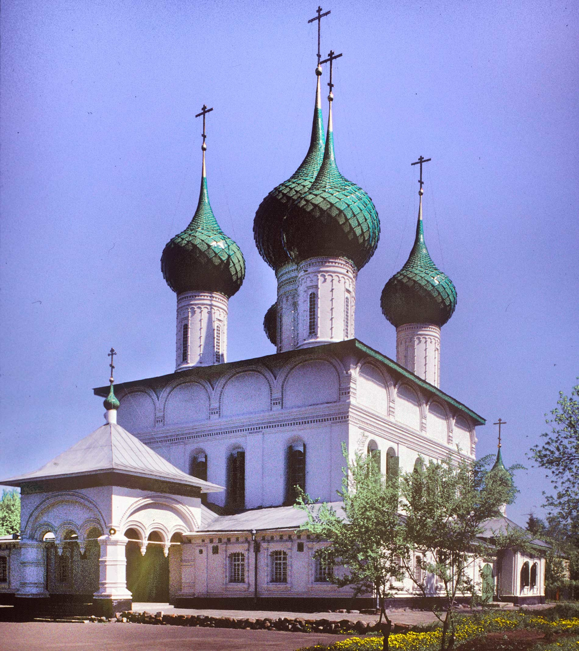 Yaroslavl. Church of the Feodorovskaya Icon of the Virgin. Southwest view. May 22, 1996.