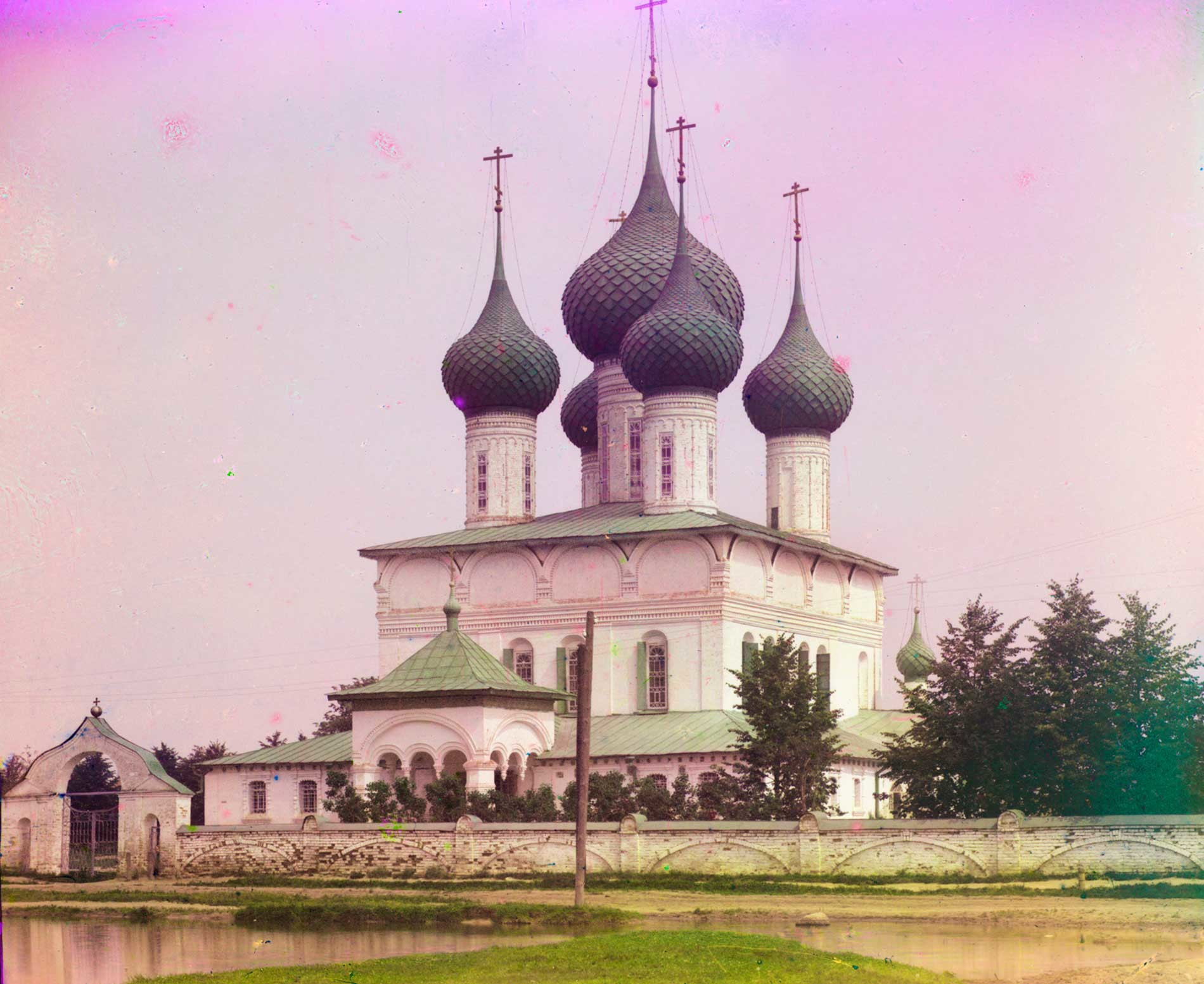 Yaroslavl. Church of the Feodorovskaya Icon of the Virgin. Southwest view. Summer 1911.